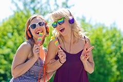 Dos chicas jóvenes con helado Fotografía de archivo