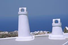 Dos chimeneas en Santorini Fotos de archivo libres de regalías