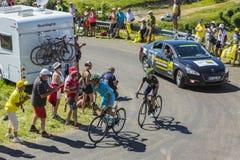 Dos ciclistas en Colombier magnífico - Tour de France 2016 Fotos de archivo libres de regalías