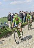 Dos ciclistas París Roubaix 2014 Imágenes de archivo libres de regalías