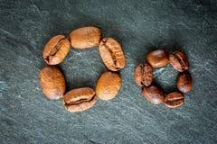 Dos clases de café: habas grandes y pequeñas Imagenes de archivo