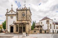 Dos Coimbras и Sao Joao церков делает Souto в улицах Браги - Португалии Стоковое фото RF