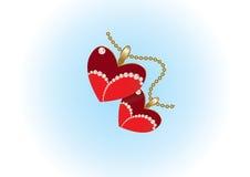 Dos colgantes del corazón en encadenamiento del oro Fotografía de archivo libre de regalías