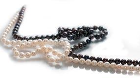 Dos collares de agua dulce de la perla Foto de archivo