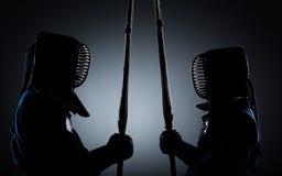Dos combatientes del kendo enfrente de uno a imágenes de archivo libres de regalías