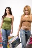 Dos compradores femeninos bonitos Foto de archivo