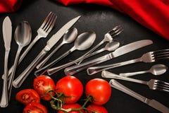 Dos convidados ajustados do banquete da cutelaria fundo preto fotografia de stock