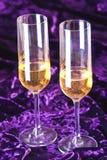 Dos copas con champán en el terciopelo Imágenes de archivo libres de regalías