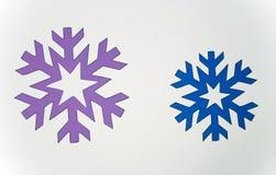 Dos copos de nieve coloreados Fotografía de archivo