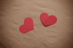 Dos corazones de papel rojos Foto de archivo libre de regalías