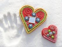 Dos corazones en la nieve Foto de archivo