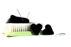 Dos corazones hechos de lanas por el batanado seco, el batanado de la aguja y la estera-b Fotos de archivo libres de regalías