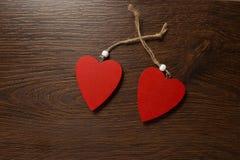 Dos corazones rojos Fotos de archivo libres de regalías