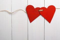 Dos corazones rojos atados juntos Imagenes de archivo