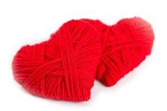 Dos corazones rojos de la cuerda de rosca Imágenes de archivo libres de regalías