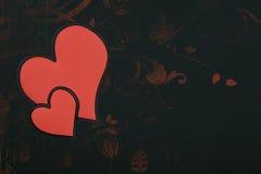 Dos corazones rojos del amor unidos juntos Foto de archivo