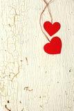 Dos corazones rojos hechos del papel Foto de archivo libre de regalías