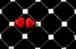 Dos corazones rojos para el amor y el fondo de las tarjetas del día de San Valentín foto de archivo libre de regalías