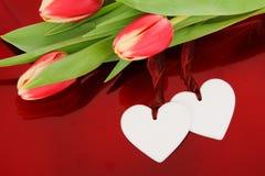 Dos corazones y flores Fotos de archivo libres de regalías