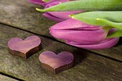 Dos corazones y tulipanes Imagen de archivo libre de regalías