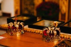 Dos coronas de oro en la iglesia Fotos de archivo libres de regalías