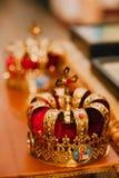 Dos coronas de oro en la iglesia Imagen de archivo