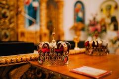 Dos coronas de oro en la iglesia Foto de archivo