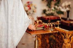 Dos coronas de oro en la iglesia Imágenes de archivo libres de regalías