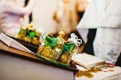 Dos coronas hermosas de la boda en iglesia Foto de archivo libre de regalías