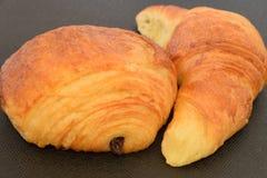 Dos croissants frescos Fotos de archivo