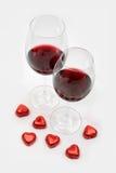 Dos cubiletes con el vino rojo Imagen de archivo libre de regalías