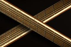 El cruzar de los cuellos de la guitarra Imagen de archivo libre de regalías