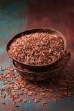 Dos cuencos con arroz rojo Imagen de archivo libre de regalías