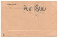 Dos 1910 de carte postale avec le coeur de relief Images stock