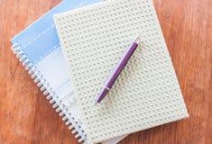 Dos de cuadernos y de la pluma Fotos de archivo libres de regalías