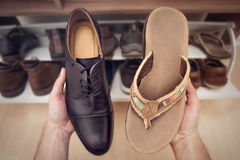 Dos diferentes tipos de zapatos Imagenes de archivo