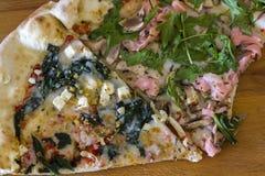 Dos diversas rebanadas de pizza fotografía de archivo libre de regalías
