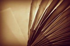 Dos doblaron las formas de papel, una detrás de la otra imágenes de archivo libres de regalías