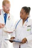 Dos doctores en la discusión pesada Imagen de archivo