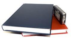 Dos documentos de asunto y teléfono móvil. Fotografía de archivo libre de regalías