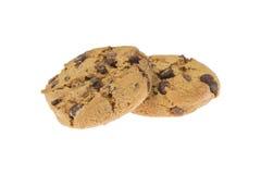 Dos el chocolate Chips Cookies aisló Fotos de archivo libres de regalías