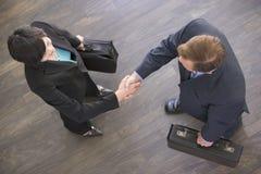 Dos empresarios dentro   Imagen de archivo