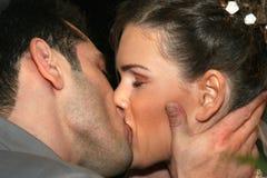 Dos enamorados. Beso foto de archivo libre de regalías