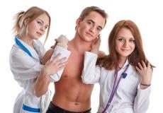 Dos enfermeras y el paciente imágenes de archivo libres de regalías