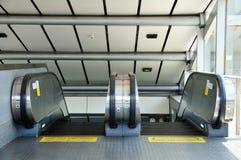 Escalera móvil adentro subterráneo Imagenes de archivo