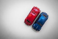 Dos Escarabajo Volkswagen en la visión superior Fotografía de archivo