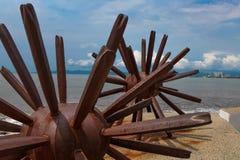 Dos estatuas de los erizos de mar en Puerto Vallarta en México imagen de archivo
