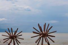 Dos estatuas de los erizos de mar en Puerto Vallarta en México Fotografía de archivo libre de regalías
