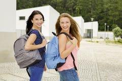 Dos estudiantes adolescentes hermosos Imagenes de archivo