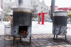 Dos estufas de barriga portátiles para cocinar al aire libre Imagen de archivo